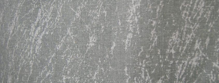 dettaglio mistolino con fondo grigio stampa astratta